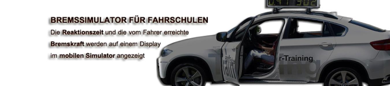 BREMSSIMULATOR FÜR FAHRSCHULEN - Die Reaktionszeit und die vom Fahrer erreichte Bremskraft werden auf einem Display im mobilen Simulator angezeigt